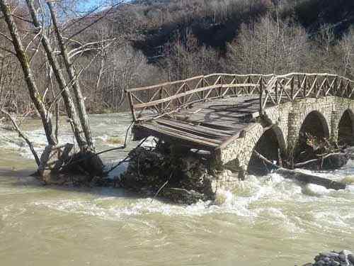 epese-gefura-river-3.jpg